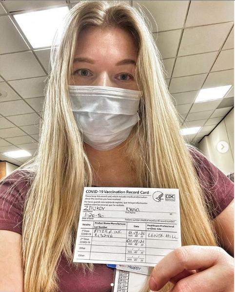 Медпрацівниця з США, яка раніше мешкала в Мелітополі, розповіла які симптоми відчула після другого щеплення від Covid-19 – відео