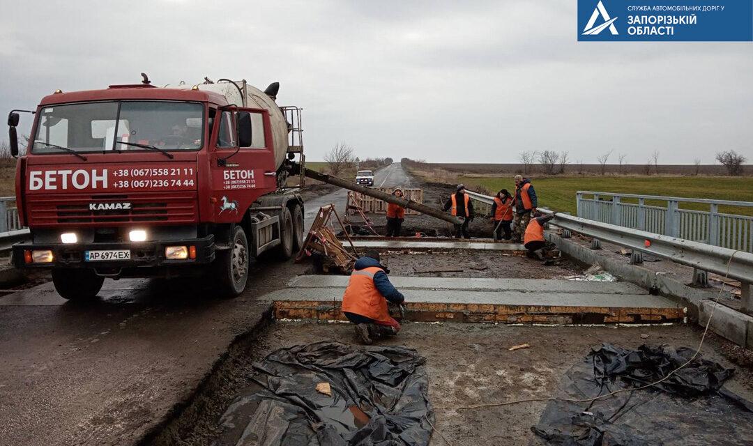 У Запорізькій області продовжується ремонт мосту на автодорозі державного значення – фото