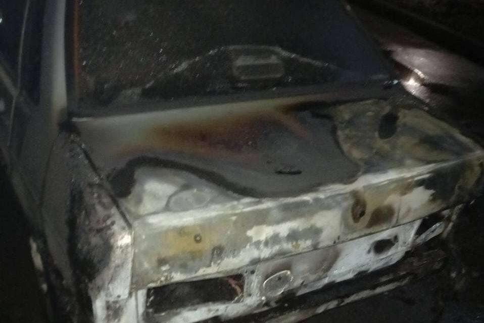 Сьогодні вночі у Запоріжжі горіла автівка – фото