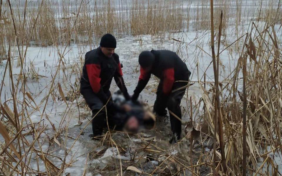 На Запоріжжі з води витягли тіло чоловіка – фото