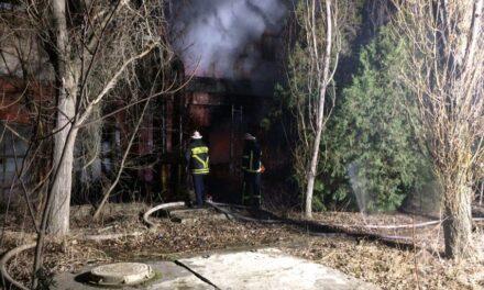 У Бердянську на території заводу сталася пожежа – фото