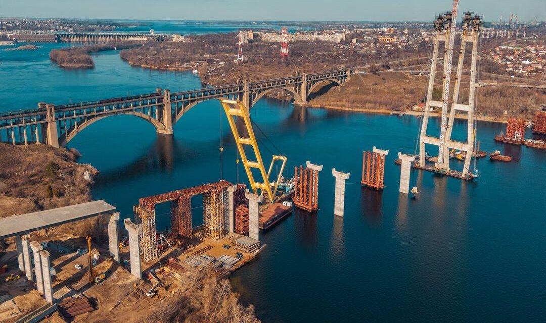 Компанія, що зводить мости у Запоріжжі оприлюднила графік робіт на 3 місяці