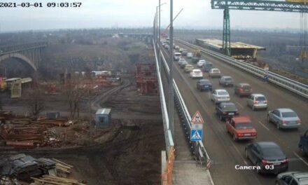 Фотофакт: на новому мосту в Запоріжжі утворилися затори