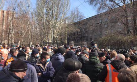 """Мешканці Запоріжжя знову беруть штурмом ПАТ """"Запоріжгаз"""" – відео"""