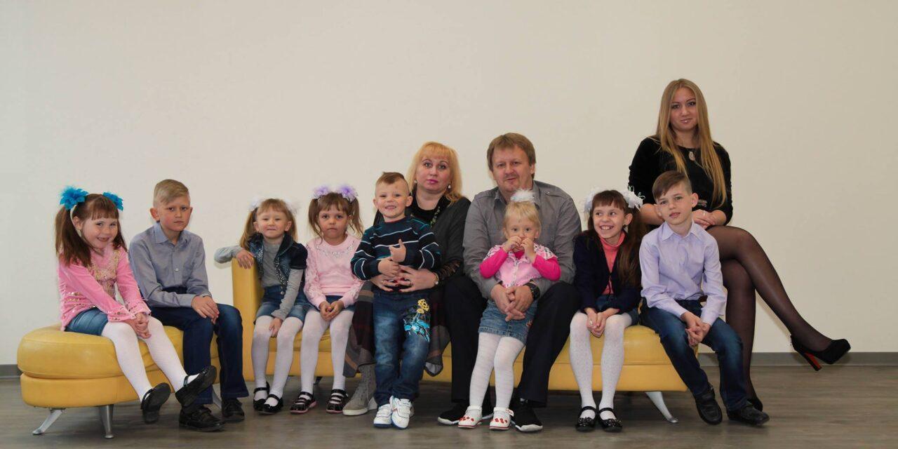 На Київщині померла мати 12 дітей, батько пішов з життя тижнем раніше, обох скосив Covid-19