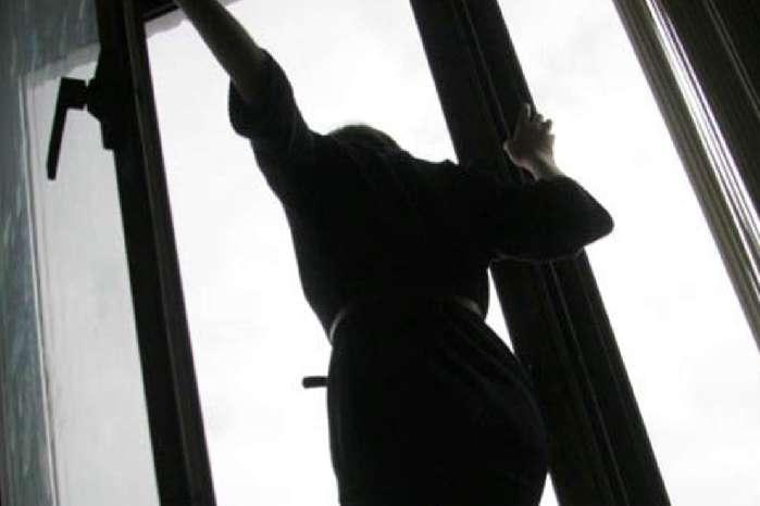 У Запоріжжі під вікнами багатоповерхівки знайшли тіла доньки та матері