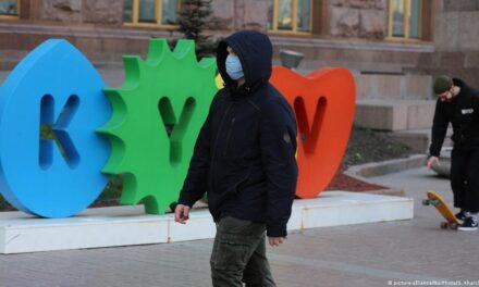 Школи та дитячі садки Києва закривають, проїзд лише по перепустках – Кличко