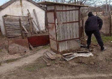 На Херсонщині черговий шок, в туалеті знайшли мертве немовля
