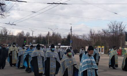 У Запоріжжі перекрили рух транспорту на частині центрального проспекту – фото, відео