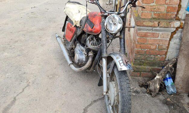 На Запоріжжі мотоцикліст втрапив в аварію, він помер по дорозі в лікарню – фото