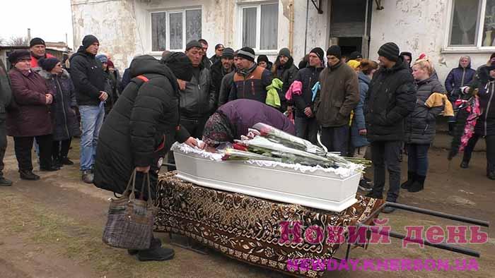 На Херсонщині попрощалися з вбитою дитиною, усі чекають середи