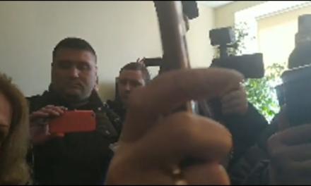 У Запоріжжі люди штурмують двері ПАТ «Запоржігазу», кажуть, що готові йти до суду – відео