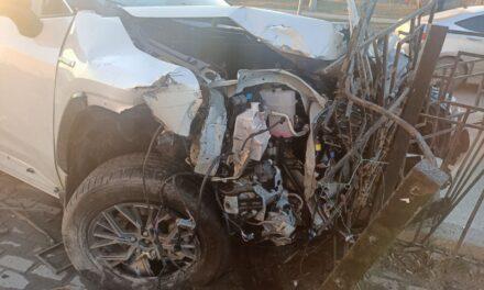 У Запоріжжі водій знищив свою Toyota, врізавшись у електроопору