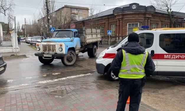 На Запоріжжі жінка потрапила під колеса вантажівки – фото