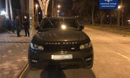 У Запоріжжі патрульні зупинили автомобіль, виявилося він в розшуку, вкрадений був у Німеччині