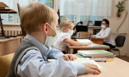 """У """"червоній зоні"""" в Запоріжжі не всі школярі вчитимуться дистанційно"""