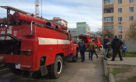 На Запоріжжі людей евакуювали з багатоповерхівки через пожежу