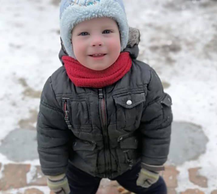 На Київщині зник 2 річний хлопчик, всю ніч шукали – не знайшли