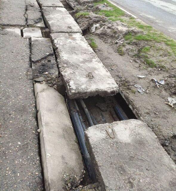 Поблизу центрального парку в Запоріжжі руйнується міст, провалитися можна будь-якої миті – фото