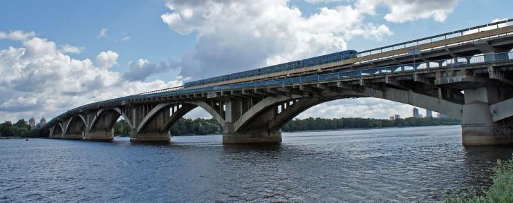 Відсьогодні у Києві, через ремонтні роботи обмежено рух транспорту по одному з мостів