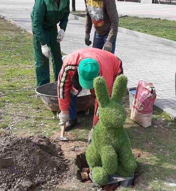 У центрі Запоріжжя хулігани пошкодили казкові фігурки та поцупили саджанці кущів
