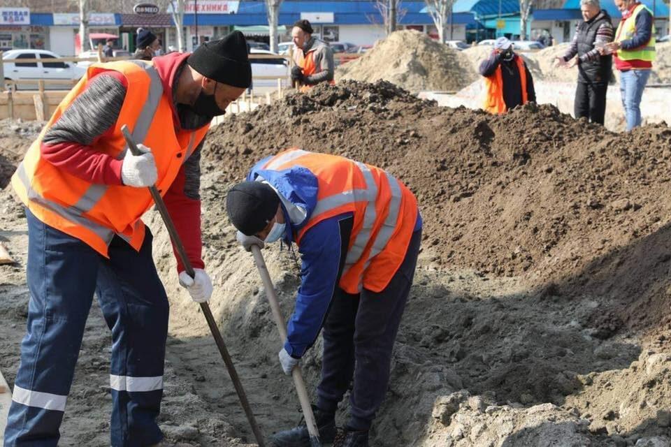 Пішохідну зону біля райадміністрації в Запоріжжі розкопали, реконструюють – фото