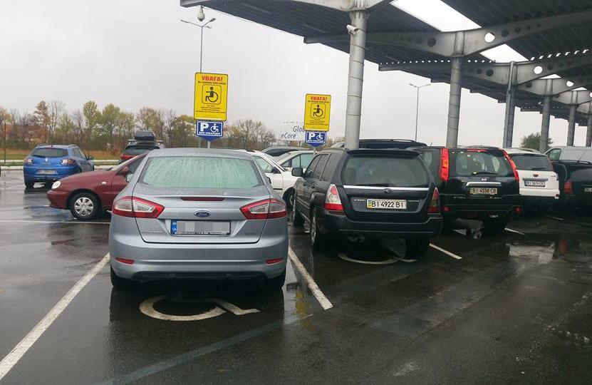Інспекторам з паркування хочуть розширити повноваження