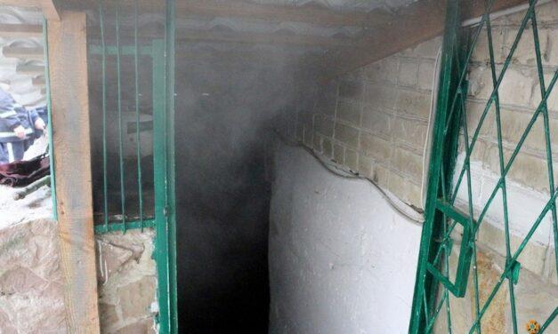 У підвалі багатоповерхівки Києва виявили тіла двох людей