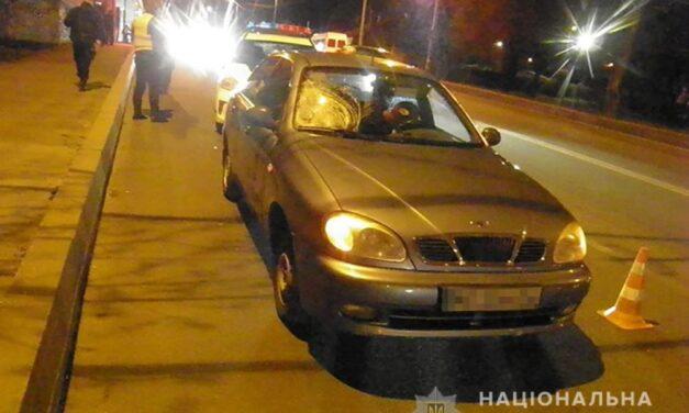 У Запоріжжі під колеса авто потрапила жінка, постраждала померла в лікарні – фото