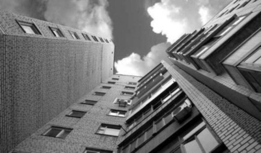 У спальному районі Запоріжжя хлопець випав з 9 поверху
