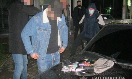 У Запоріжжі двоє зловмисників підібрали по дорозі п'яного пасажира, напоїли кавою та пограбували – фото, відео