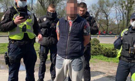 У Києві затримали чоловіка, який поцілив з пістолета в працівника «Київавтодору» – фото, відео