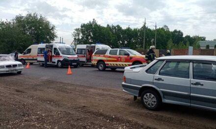 """Кілька """"швидких"""", рятувальники, пожежники: поблизу Запоріжжя трапилася ДТП"""