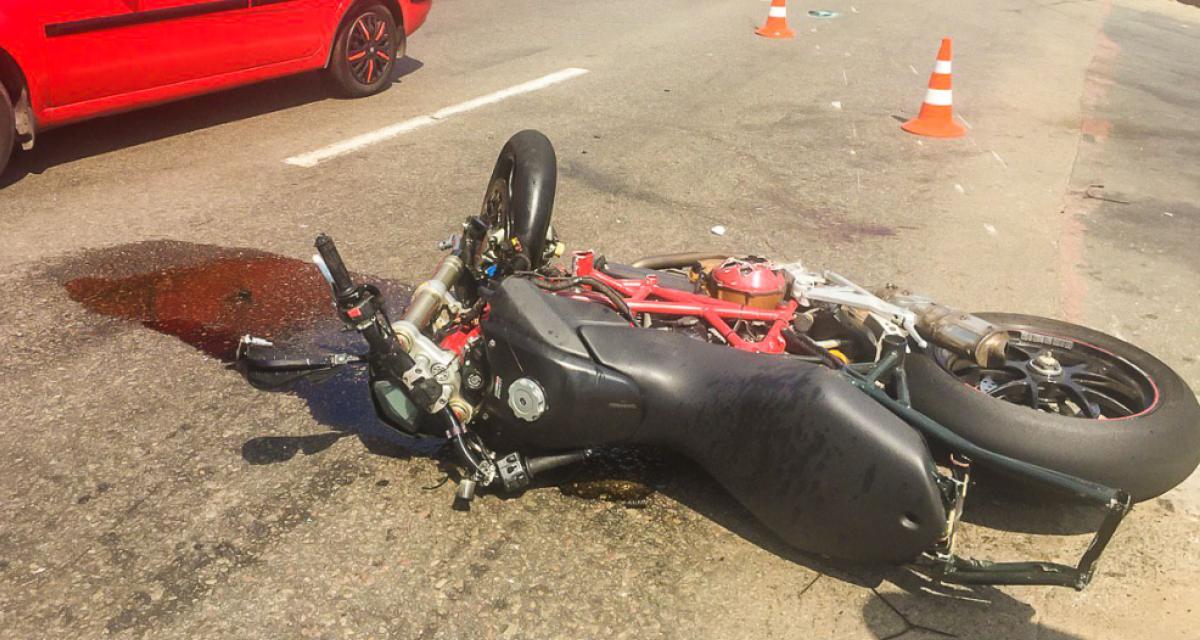Медики Запоріжжя повідомили про стан мотоцикліста, який зіткнувся з авто