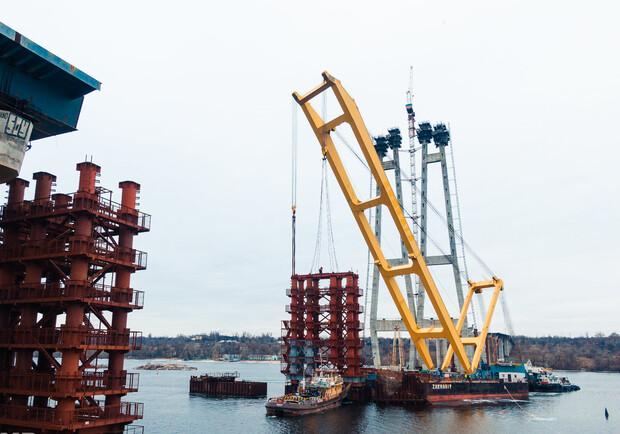 Голова Запорізької ОДА повідомив, коли очікують повернення будівельного крану на мости