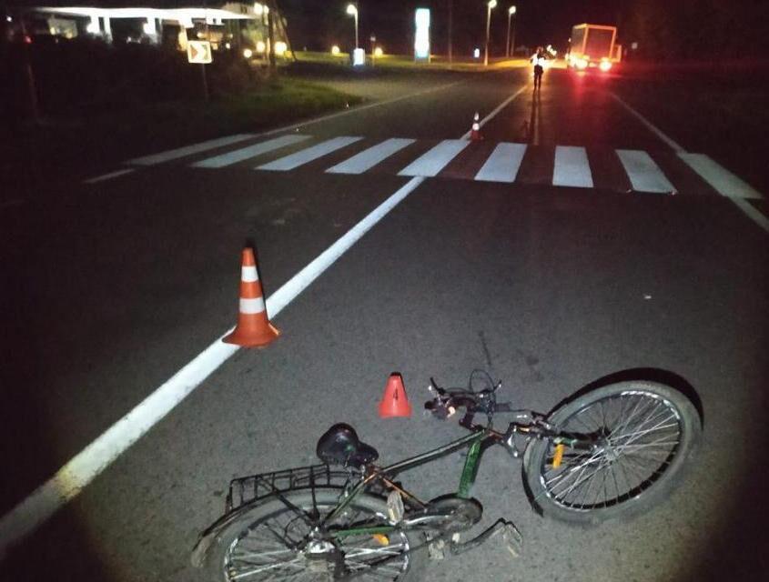 У спальному районі Запоріжжя велосипедист збив людину, жінка отримала важкі травми