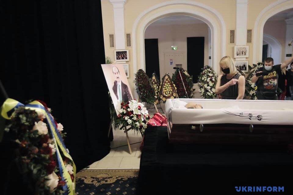 У Києві проходить церемонія прощання з легендарним танцівником – фото