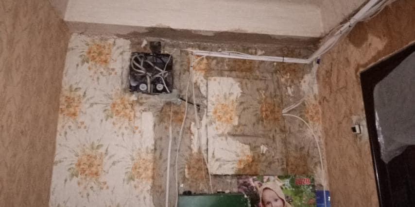 Багатоповерхівки у Запоріжжі залило дощем, у під'їздах не пройти