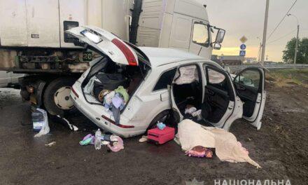 На автодорозі Одеса – Мелітополь – Новоазовськ загинув політик з дружиною та донькою – фото, відео