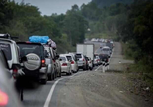 Рух в напрямку моря на запорізьких дорогах ускладнено, в деяких місцях навіть паралізовано – відео