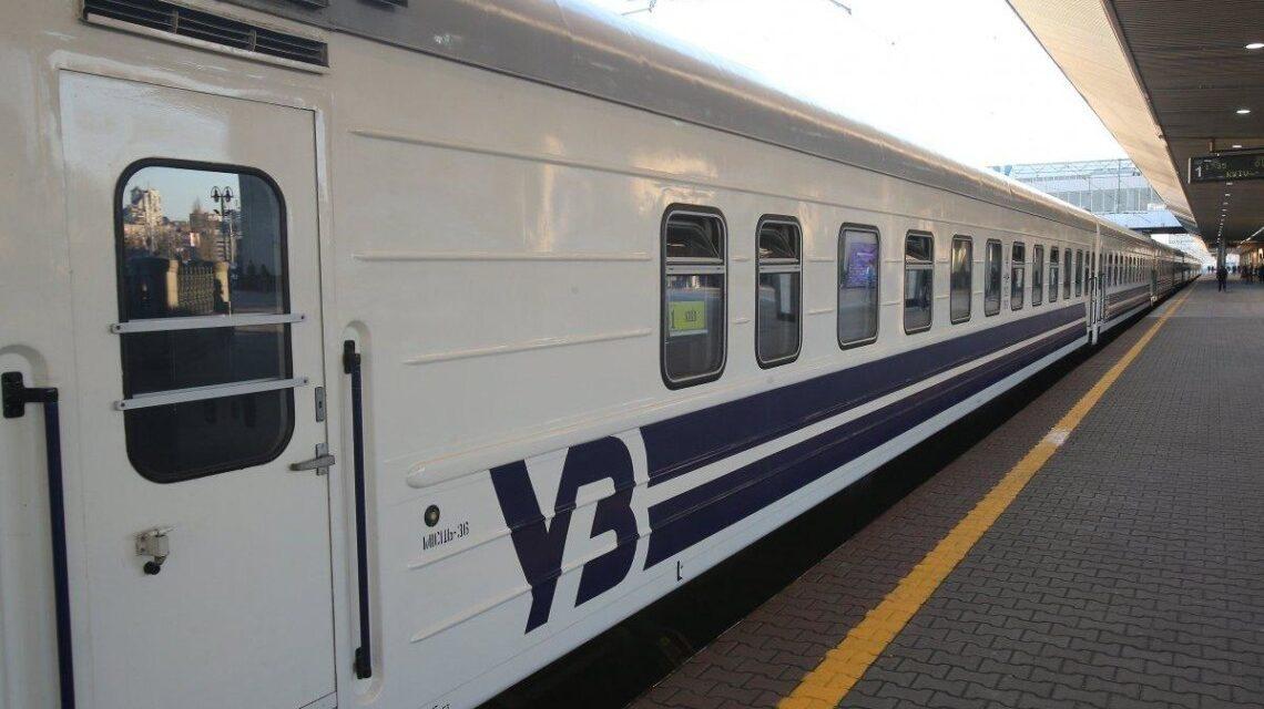 Через негоду на Західній Україні потяги затримуються, у тому числі запорізькі