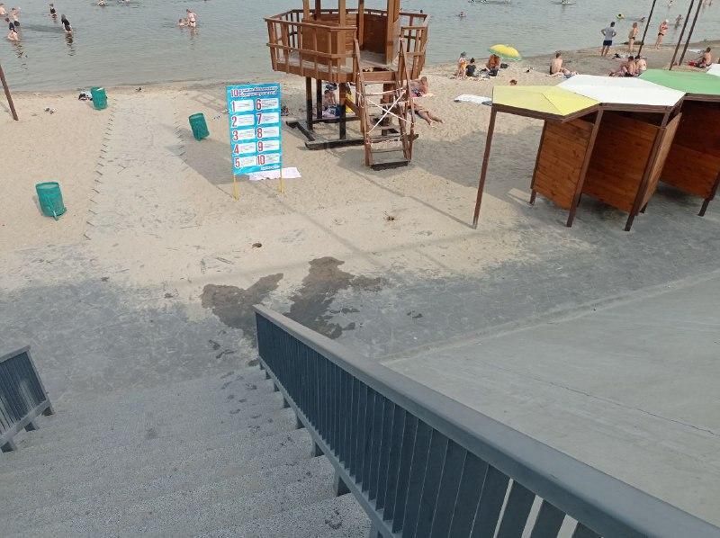 На Правобережному пляжі зникла питна вода та можливість помити ноги