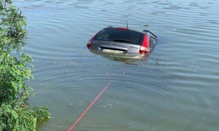 На Запоріжжі чоловіки втопили Hundai – фото