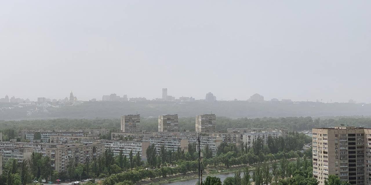 Декілька областей України накрило пилом, в Укргідрометцентрі розповіли що це