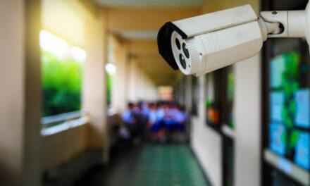 Мешканці Запоріжжя просять владу міста встановити у закладах освіти камери