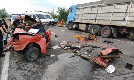 Спозаранку на Запоріжжі зіткнулися два авто: людей деблокували з салону – фото