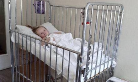 Маленька дівчинка, яку санавіацією доставили до Охматдиту, повертається додому