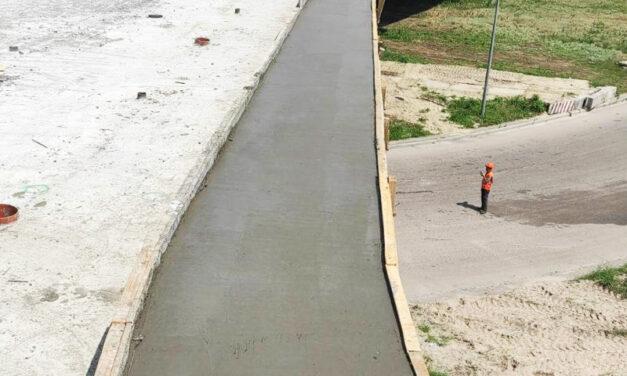 На запорізьких мостах будівельники забетонували плиту довжиною 42 метри – фото