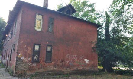 У Запоріжжі знесуть аварійний будинок. Сім'ю, яка там живе, переселять – фото