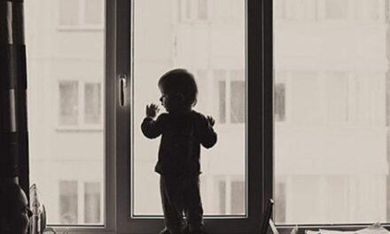 У Дніпровському районі Запоріжжя з вікна випала дитина